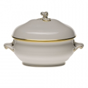 "Gwendolyn TUREEN W/TWIST (2 QT) 13""L X 9"